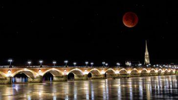 Bordeaux image lune pont de pierre