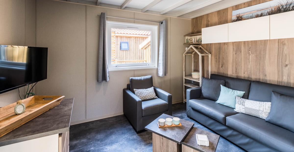 Les Bons Plans Bordeaux : Du 9 au 11 novembre, le camping du domaine de la Forge de La Teste organise des portes ouvertes pour présenter ses chalets confort - intérieur salon