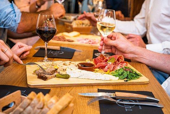 Les bons plans à Bordeaux présentent : Vendredi soir, bordelais et bordelaises sont conviés au Tutiac Wine Bar pour les 1 an de ce beau projet !