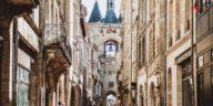 Pour remédier au confinement, l'Office de tourisme et des congrès de Bordeaux Métropole lance chaque mercredi à travers une vidéo, un lieu emblématique à découvrir avec des guides conférenciers