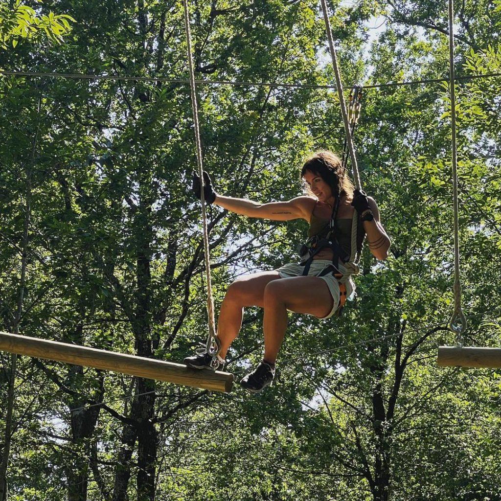 Une tyro-vigne à frissonner de plaisir, un saut de Tarzan à couper le souffle, un tyro-skate parfaitement calibré pour les amateurs de glisse en apesanteur…